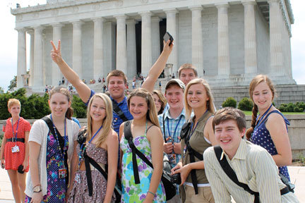Students in front of Lincoln Memorial
